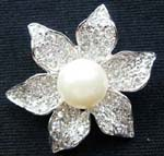 Buy discount wholesale jewelry brooch. Flower designed womens pin with imitation pearl as center